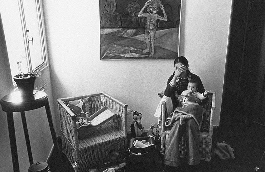 1977. Graciela y nuestra hija Lucía de casi 6 meses. La dictadura recién comenzaba.